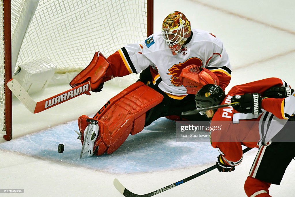 NHL: OCT 24 Flames at Blackhawks : News Photo