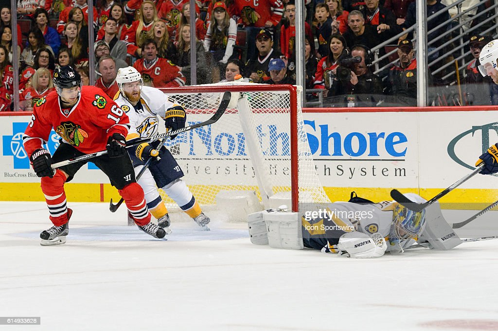 NHL: OCT 15 Predators at Blackhawks : News Photo