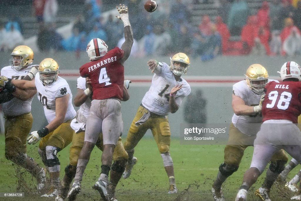 NCAA FOOTBALL: OCT 08 Notre Dame at NC State : News Photo