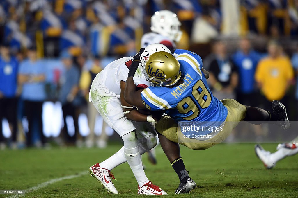 NCAA FOOTBALL: OCT 01 Arizona at UCLA : News Photo