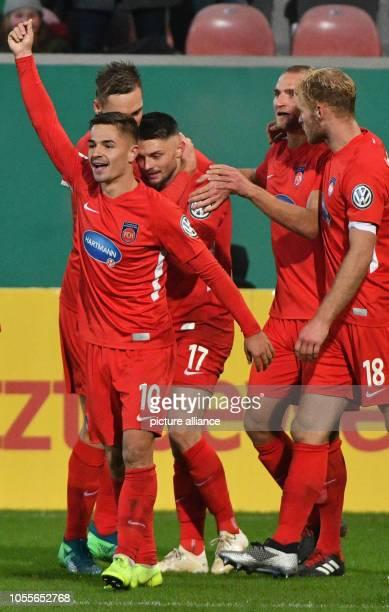 October 2018, Baden-Wuerttemberg, Heidenheim: Soccer: DFB Cup, 2nd round, 1st FC Heidenheim - SV Sandhausen in the Voith Arena. The players of...