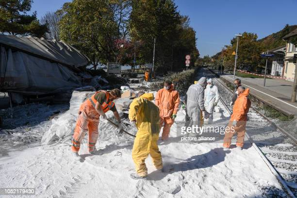15 October 2018 BadenWuerttemberg Sipplingen Am Bodensee Firefighters remove potato flour from the tracks after an accident between a regional train...
