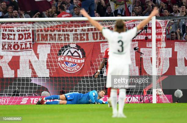 06 October 2018 Germany Munich Soccer Bundesliga Bayern Munich vs Borussia Moenchengladbach 7th matchday in the Allianz Arena Bayern's goalkeeper...