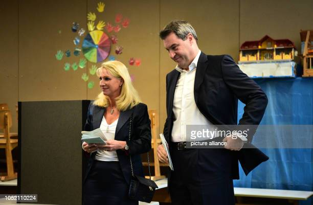 Prime Minister Markus Söder and his wife Karin cast their votes for the state elections in Bavaria Photo Daniel Karmann/dpa