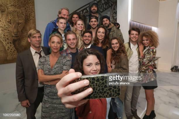 15 October 2018 Germany BerlinThe actress Anna Mennicken makes a Selfie with her acting colleagues Felix Lampert Niki Finger Martin Augustin...