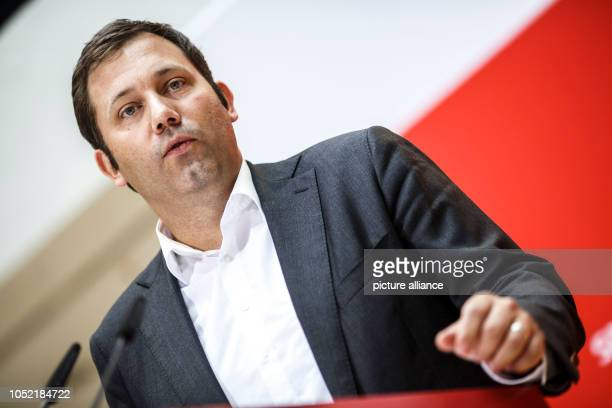 October 2018, Berlin: Lars Klingbeil, Secretary General of the SPD, speaks at a press conference about the results of the meetings of the party...