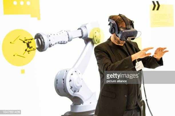 One visitor wears VR glasses in the Fraunhofer experience world '#Future work' The exhibition deals with how the world of work is changed by...