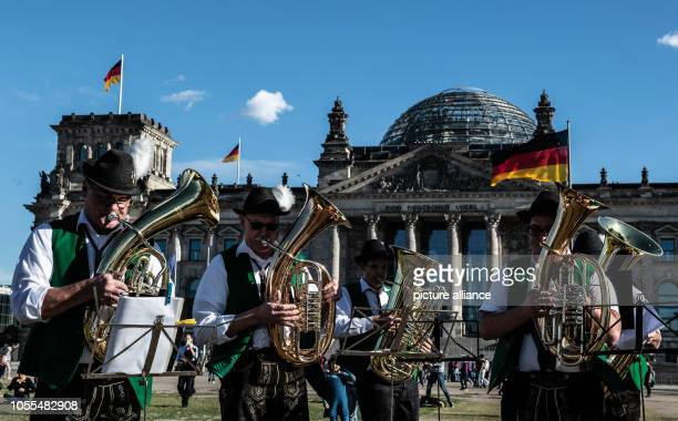 The musicians from Roßfeld play on the meadow at the Federal Chancellery The musicians visit Berlin at the invitation of CSU Member of Parliament...