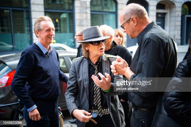Udo Lindenberg singer comes to a reading of his biography at the Berlin Bar Freundschaft Lindenberg and journalist Hüetlin jointly presented a...