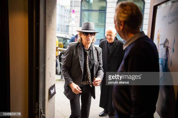 Udo Lindenberg singer comes to a reading of his biography Udo at the Berlin Bar Freundschaft Lindenberg and journalist Hüetlin jointly presented a...