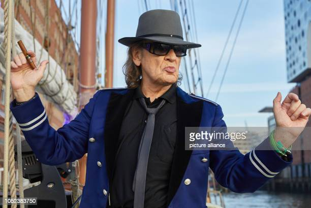 17 October 2018 Germany Hamburg Udo Lindenberg musician stands at the Rahschoner Mare Frisium next to the Elbphilharmonie at the edge of a press...