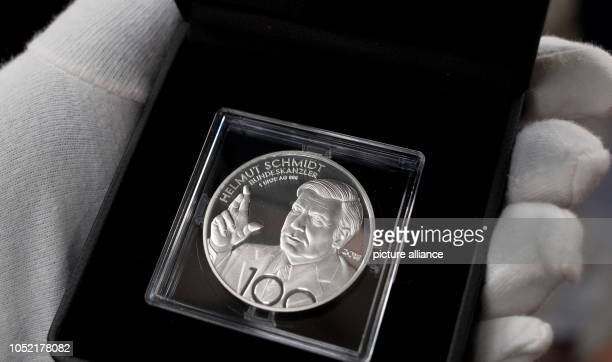 First stamp of a commemorative medal for the 100th birthday of Helmut Schmidt Helmut Schmidt would have turned 100 on 23 December 2018 He died on in...