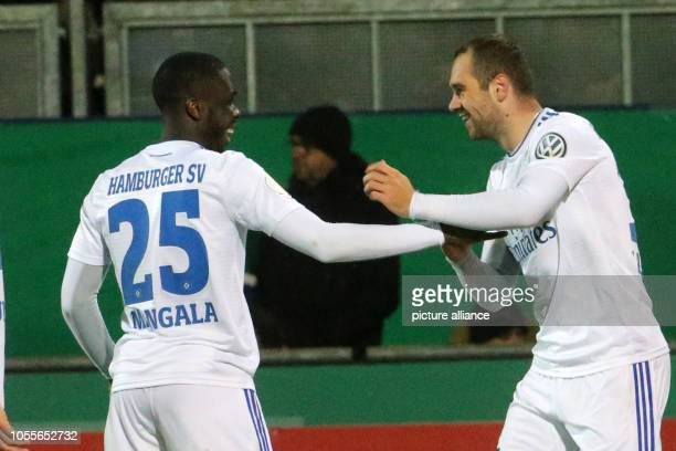 Soccer DFB Cup SV Wehen Wiesbaden Hamburger SV 2nd round in the Brita Arena PierreMichel Lasogga from Hamburg is happy after the 20 with Orel Mangala...