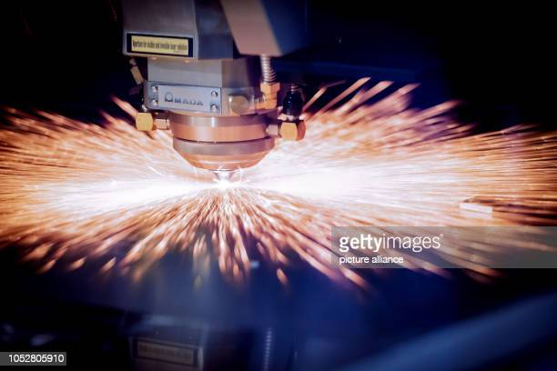 October 2018, Lower Saxony, Hanover: The new generation of a fiber laser will be shown at the Euroblech trade fair in Hanover on the Mada stand....
