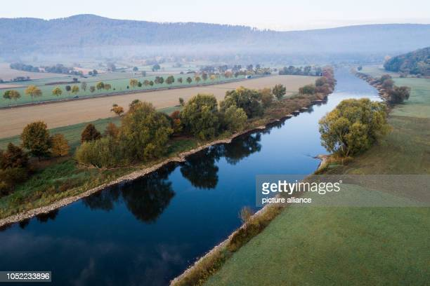 The leaves on the Weser are colorfully colored separating the states of Lower Saxony and Hesse at Hemeln and Reinhardshagen Photo Swen Pförtner/dpa