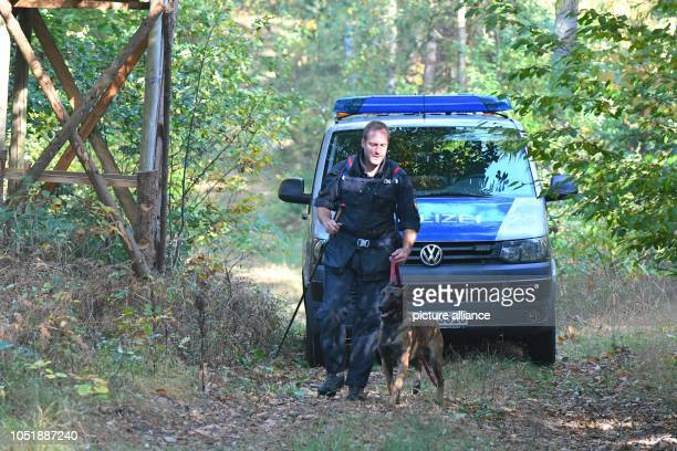 10 October 2018 Lower Saxony Neu Sülbeck Search Action of the Riot Police on the Elbe side canal near Neu Sülbeck Previously a forester had found a...