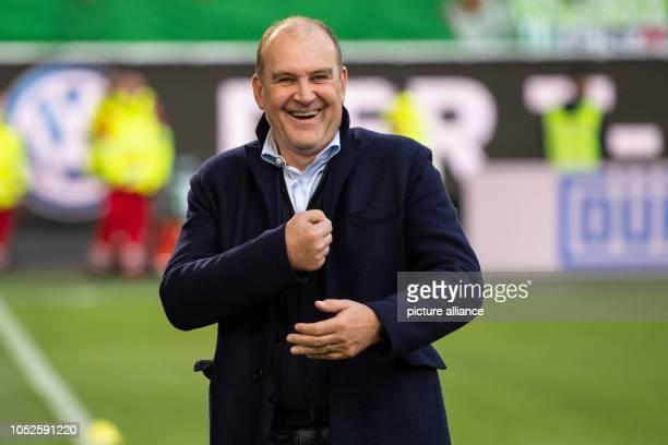 20 October 2018 Germany Wolfsburg Soccer Bundesliga 8th matchday VfL Wolfsburg FC Bayern Munich in the Volkswagen Arena Wolfsburg's managing director...