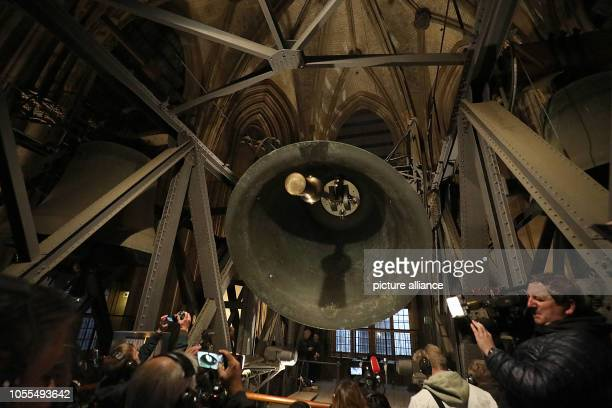 """October 2018, North Rhine-Westphalia, Cologne: The """"Big Pitter"""" rings in the north tower of the cathedral. The St. Peter's bell of the cathedral -..."""