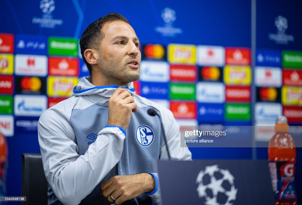Press conference FC Schalke 04 : News Photo