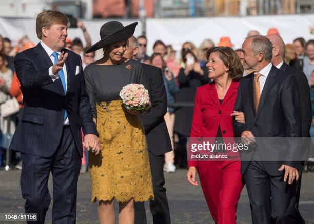 10 October 2018 RhinelandPalatinate Mainz WillemAlexander King of the Netherlands and Queen Maxima are welcomed before the State Chancellery by Malu...