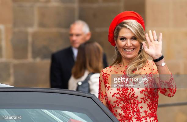 11 October 2018 RhinelandPalatinate Trier Queen Maxima of the Netherlands waves to onlookers in the cathedral courtyard The royal couple are visiting...
