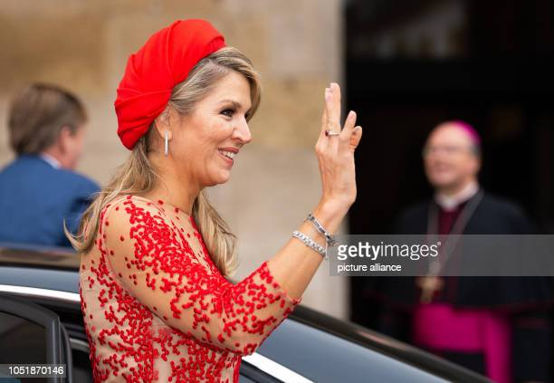 11 October 2018 RhinelandPalatinate Trier Queen Maxima of the Netherlands waves to onlookers in the cathedral courtyard in the background are King...