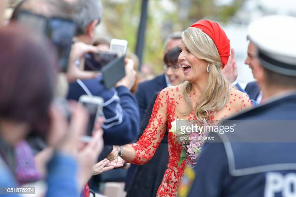 11 October 2018 RhinelandPalatinate Trier Queen Maxima welcomes onlookers to the State Chancellery The Dutch royal couple are visiting Germany for...