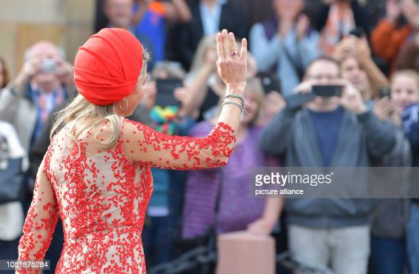 11 October 2018 RhinelandPalatinate Trier The Dutch Queen Maxima welcomes spectators in front of the State Chancellery The royal couple are visiting...