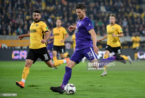 19 October 2018 Germany Dresden Soccer 2nd Bundesliga Dynamo Dresden Erzgebirge Aue 10th matchday in the DDV station Dresden's Aias Aosman and Aue's...