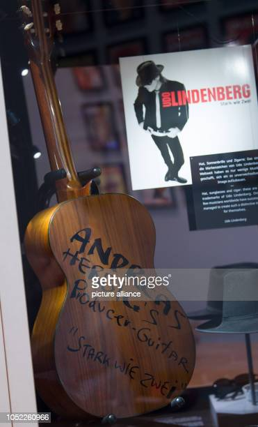 An acoustic guitar that Udo Lindenberg used together with producer Herbig during the creation of the album 'Stark wie Zwei' can be seen in the...