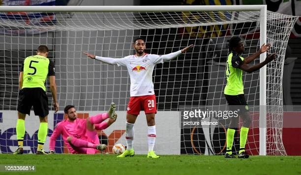 Soccer Europa League Group stage Matchday 3 RB Leipzig Celtic Glasgow in the Red Bull Arena Leipzig Lepzig's Matheus Cunha overcomes Glasgow's...