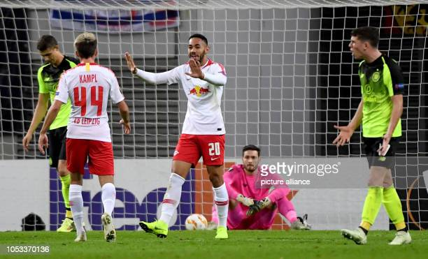 Soccer Europa League Group stage Matchday 3 RB Leipzig Celtic Glasgow in the Red Bull Arena Leipzig Lepzig's Kevin Kampl is happy with the goalscorer...