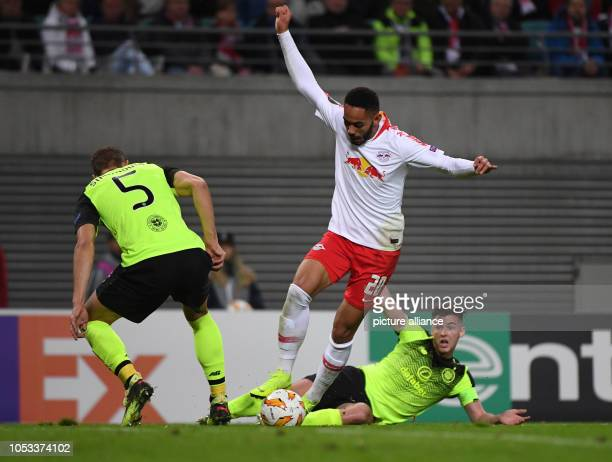 Soccer Europa League Group stage Matchday 3 RB Leipzig Celtic Glasgow in the Red Bull Arena Leipzig Leipzig's Matheus Cunha im fights with Glasgow's...