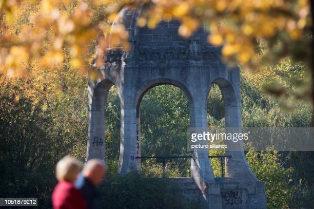 Walkers pass the Marientempel and an autumn maple tree in the Rotehornpark In the state capital it will remain sunny and warm until the beginning of...