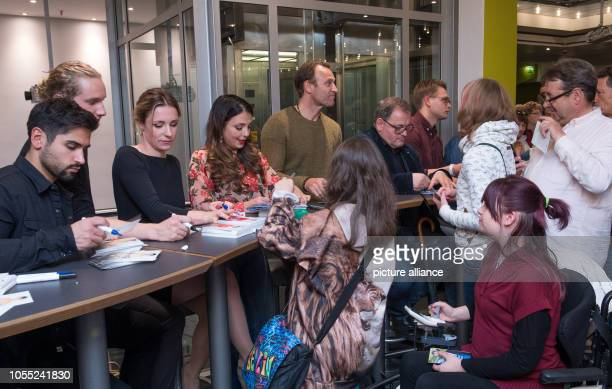 29 October 2018 SaxonyAnhalt Halle Actors from the ARD series In aller Freundschaft signing autographs before the cinema premiere of In aller...