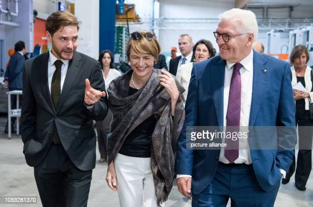 Federal President FrankWalter Steinmeier and his wife Elke Büdenbender visit HaciendasBio together with actor Daniel Brühl The agricultural company...