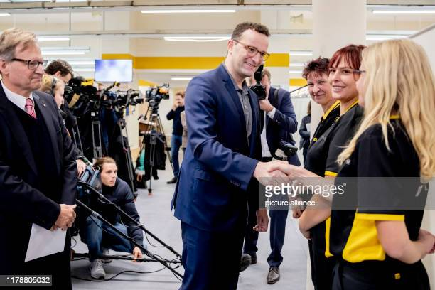 Jens Spahn Federal Minister of Health says goodbye to female postal workers after his flu vaccination In addition to the Federal Minister of Health...