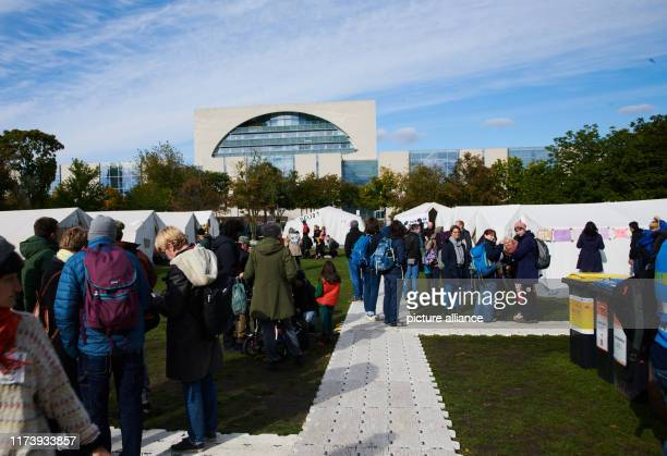 Numerous people come to the protest camp of the climate protection movement Extinction Rebellion not far from the Federal Chancellery Among other...