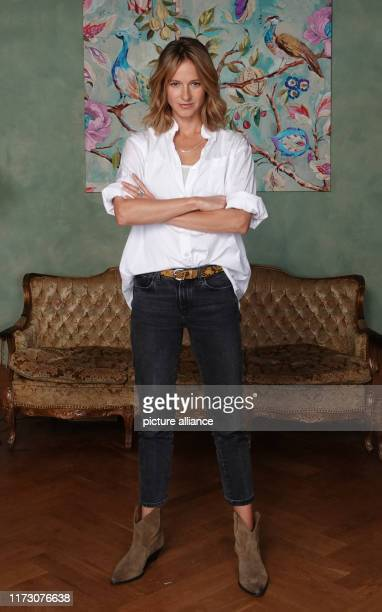 October 2019, Hamburg: Lisa Bitter, as the crime scene actress Johanna Stern, is at a photo shoot for the ARD crime show Tatort. The Ludwigshafen...