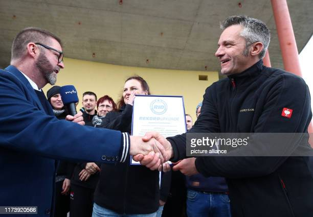 Rolf Allerdissen from Rekord Institut für Deutschland congratulates Bernd Lehmann head of the association We4Kids on the world record of 9945 meters...