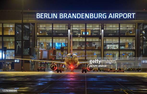 October 2020, Berlin, Schönefeld: An aircraft of the airline easyJet will be handled at Terminal 1 on the evening after the opening of Berlin...