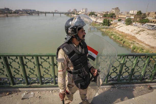 IRQ: Security Forces Reopen Sinak Bridge In Baghdad