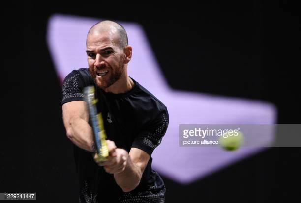 October 2020, North Rhine-Westphalia, Cologne: Tennis: ATP Tour - Cologne Championships , singles, men, quarter-finals, Zverev - Mannarino . Adrian...