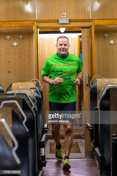 October 2020, Saxony, Dresden: Thomas Spannhaus from Dresden is the first participant of the donation run for the repair of the historic express...