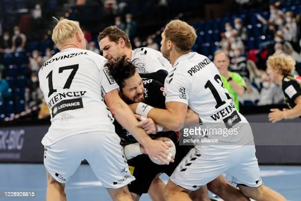 06 October 2020 SchleswigHolstein Kiel Handball Bundesliga THW Kiel TSV HannoverBurgdorf 2nd matchday in the WunderinoArena Kiel's Patrick Wiencek...