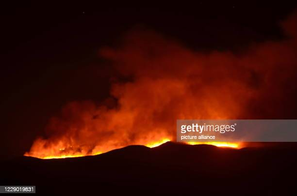 October 2020, Tanzania, Kilimandscharo: Bright shine the hawks of a fire on the Kilimanjaro. A fire has broken out on Kilimanjaro. Rescue services...
