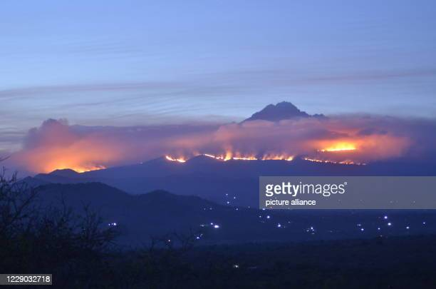 October 2020, Tanzania, Kilimandscharo: The clouds of smoke from a fire on Kilimanjaro are visible from far away. A fire has broken out on...