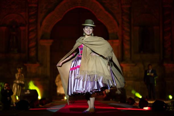 BOL: Traditional Cholita Fashion Show