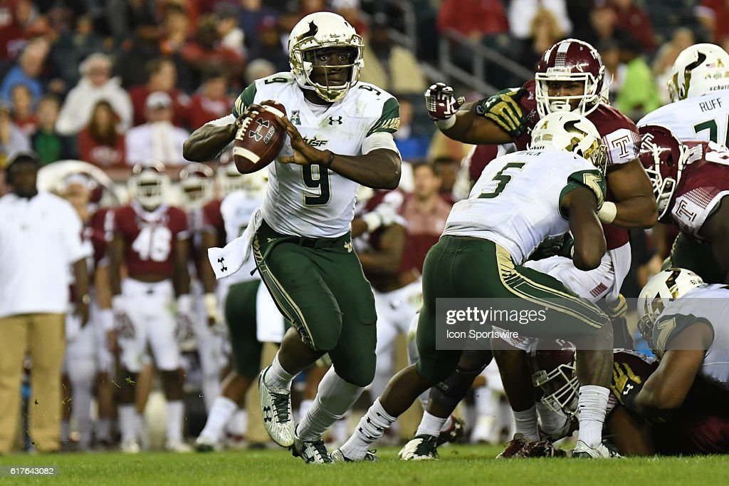 South Florida Bulls quarterback Quinton Flowers (9) scrambles during a NCAA Football game between the University of South Florida Bulls and the Temple Owls at Lincoln Financial Field in Philadelphia, PA.