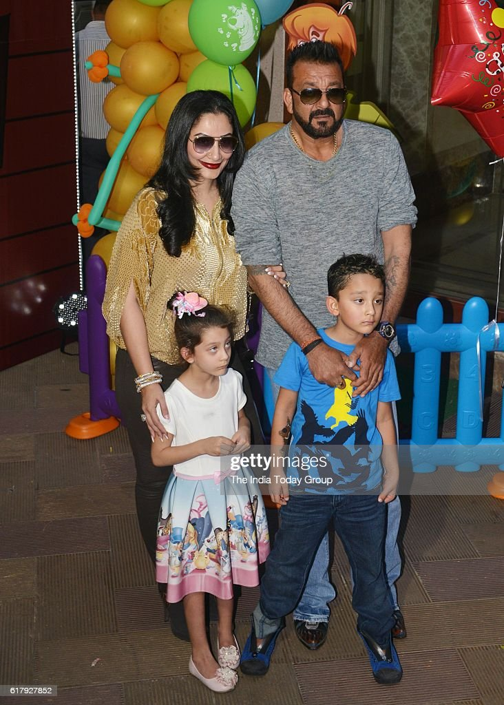 Sanjay Dutt along with his wife Manyata and his children